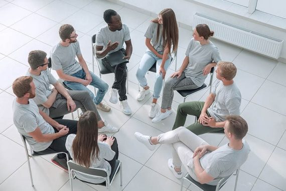 group-meeting-setting-medically-supervised-min