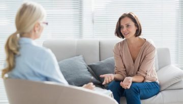 difference between therapist psychiatrist