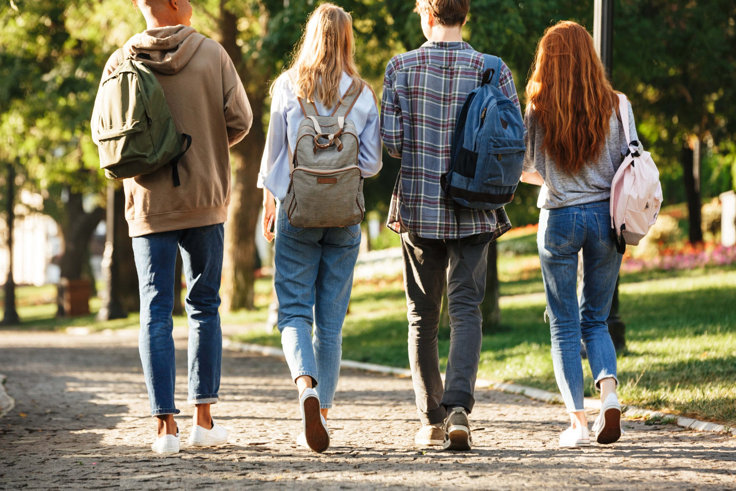 college students walking on campus addiction in college